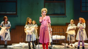 Nieuwe Nederlandse musicalversie van 'Annie': flitsend, frivool en fris