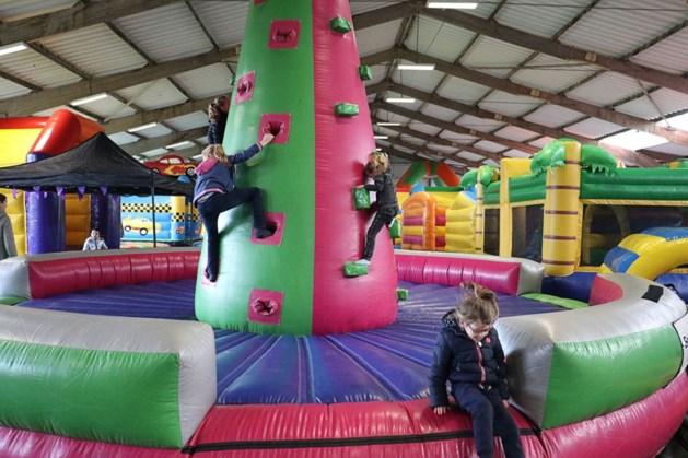 Indoor springkussenfestival in sporthal Stramproy