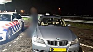 Speeding home for Christmas, automobilist rijdt met 228 kilometer per uur langs politieauto