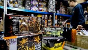 Minister sluit vuurwerkverbod niet uit na nieuw geweld oudjaar