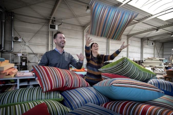 Limburgse kussenmaker KUSzzz zorgt voor het woweffect op het terras