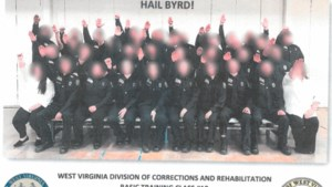 Dertig gevangenisbewaarders in opleiding in VS ontslagen om nazi-groet