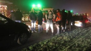 Dode en gewonden door kettingbotsing in dichte mist in Friesland