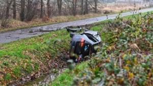 Verkeersdrama in Brabant: vader (59) overlijdt na ongeval, gezin was op weg naar vliegveld