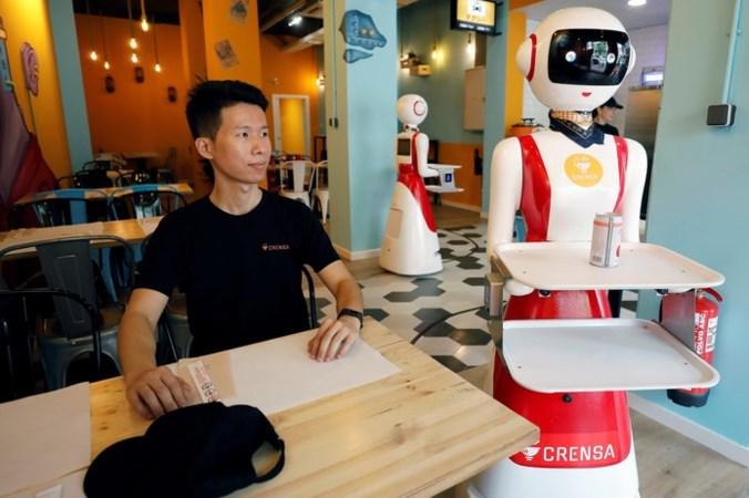 In dit restaurant bezorgt een robot straks de babi pangang