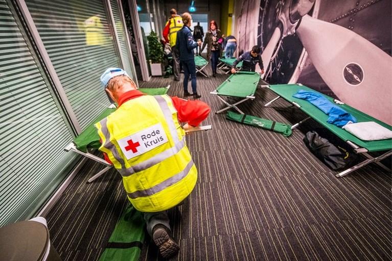 Vliegtuigen Eindhoven Airport weer de lucht in nadat 300 reizigers noodgedwongen overnachtten op luchthaven
