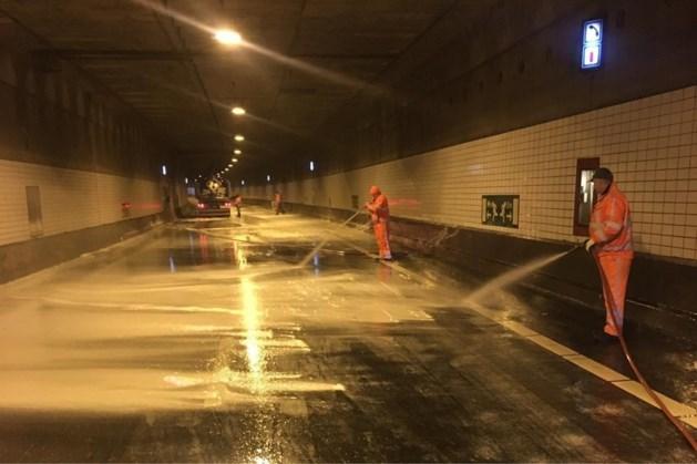 Roertunnel weer open: 'Meer dan tien schoonmakers waren nodig om ravage op te ruimen'