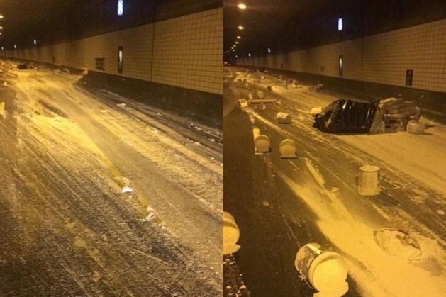 Afgevallen lading veroorzaakt ravage: Roertunnel lang dicht richting zuiden