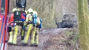 Uitgebrand en gedumpt busje vol drugsafval blijkt gestolen