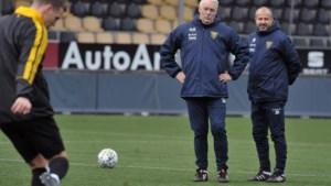 Lachende gezichten bij natte eerste training nieuwe VVV-coach De Koning