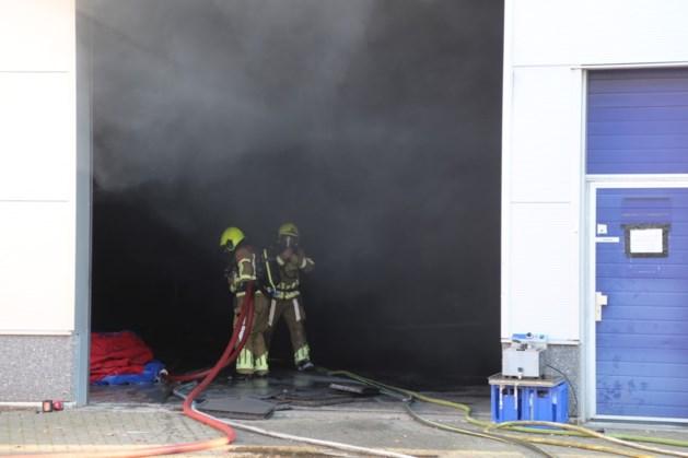 Hefbrug in garage vat vlam in Weert: twee gewonden