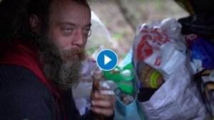 Video: Thijs (38) woont na huisuitzetting al bijna een jaar in een tentje