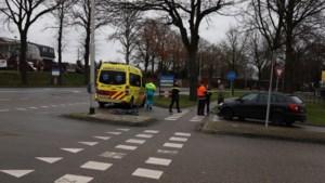 Fietser geschept door auto: één gewonde