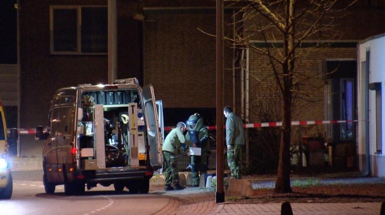 Meer dan 30 kilo zwaar vuurwerk en vuurwapens gevonden na explosie in Born
