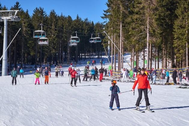 Nederlandse vader ziet dochter (7) uit skilift glijden in Winterberg