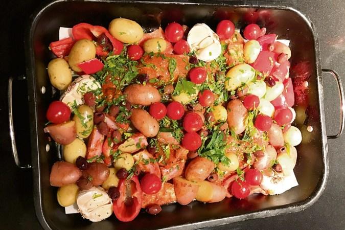 Recept voor een gezond feestje: ovenschotel met kip en harissa