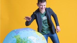 Niels van den Berg (12) uit Helden, voert met WWF actie voor de zeeschildpad