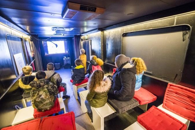 Filmmaker Tanja brengt met omgebouwde tandartsbus de bioscoop bij mensen voor de deur