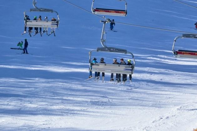 Nederlands meisje (9) viel uit skilift bij het instappen; niet levensgevaarlijk gewond