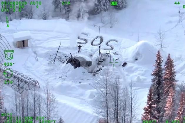 Vermiste avonturier na drie weken gevonden in ijskoud Alaska: 'Mijn hond overleefde het helaas niet'