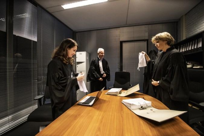 Het geheim van de raadkamer wordt een beetje transparanter