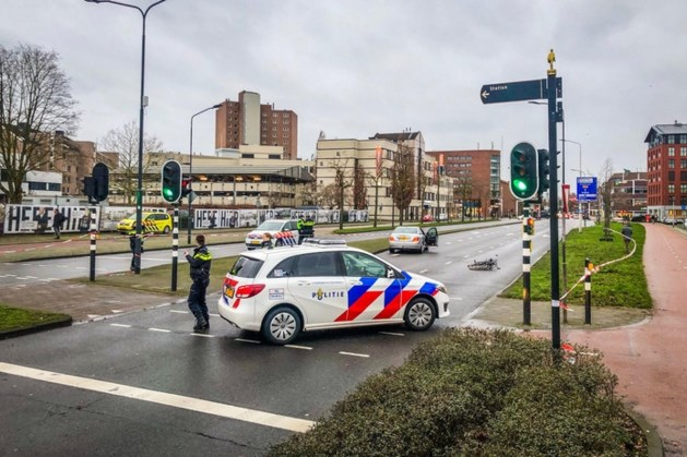 Scholiere op de fiets ernstig gewond bij aanrijding in Helmond, traumahelikopter opgeroepen