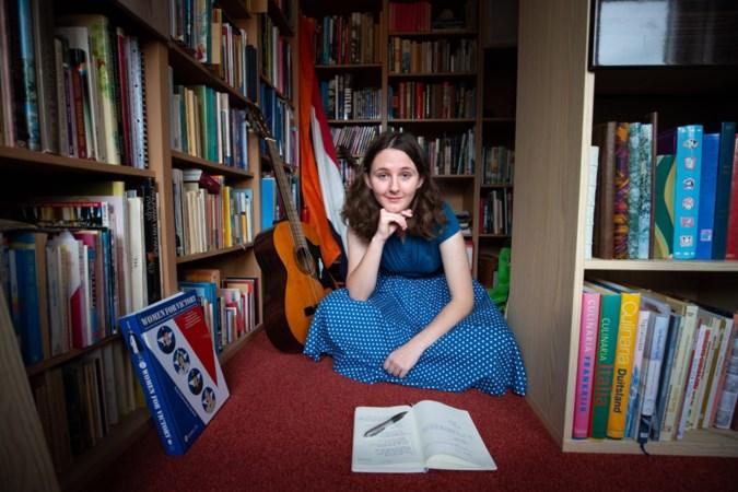 Jonge dichteres Sara Curfs uit Oirsbeek geboeid door wereldoorlogen