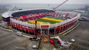 AZ-stadion krijgt in zomer nieuw dak
