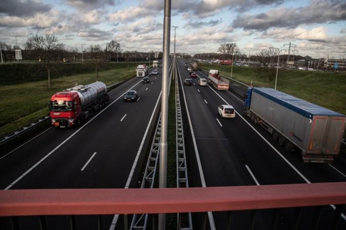 Schop gaat binnenkort de berm in voor de verbreding van de A2 tussen Urmond en Echt