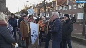 Video: Tientallen demonstranten bij lawaaiprotest tegen Awacs
