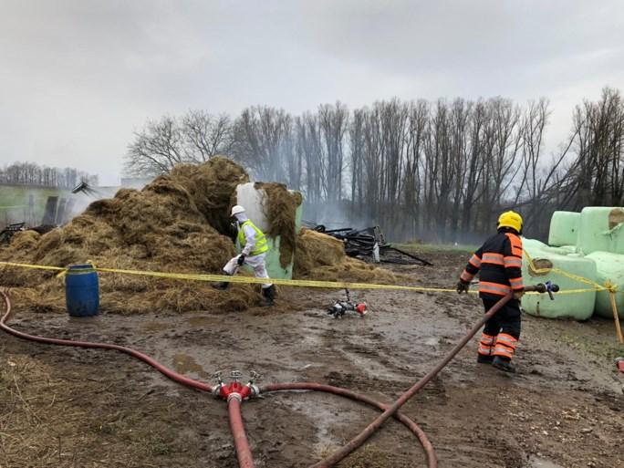Asbest vrijgekomen bij afgebrande hooischuur in Kerkrade, brandgeur waait naar Eygelshoven