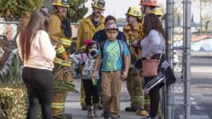 Vliegtuig dumpt brandstof bij speelplaats Los Angeles, 17 kinderen gewond