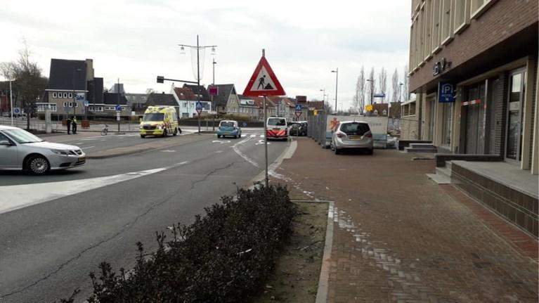 Auto ramt gevel Hotel Valies in Roermond, bestuurder gewond