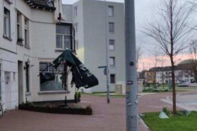 Terrasparasol café De Kokerel in Maastricht gaat in vlammen op