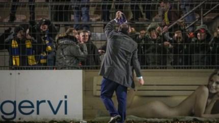 Video: Club-eigenaar Azimi laat zich gaan na amateurderby in Belgisch Limburg: 'Ik laat niet met mij sollen'