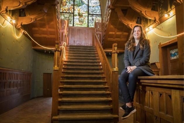 Julia uit Molenhoek woont als antikraker in Jachtslot Mookerheide