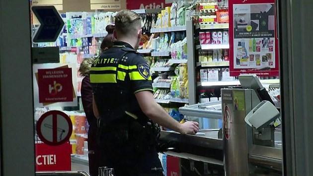 Meerdere mannen overvallen supermarkt: één persoon aangehouden