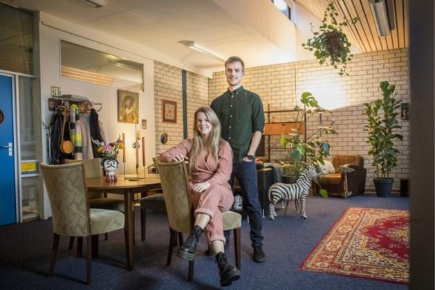 Robin en Loy wonen als antikrakers in de voormalige basisschool van Elsloo