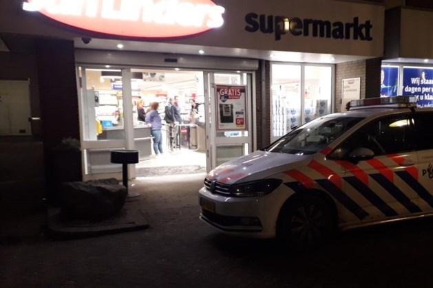 Meerdere mannen overvallen supermarkt: één dader aangehouden