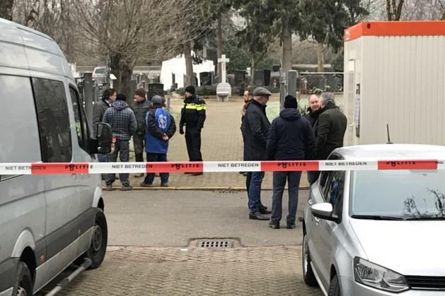NFI-medewerkers zoeken in witte pakken naar sporen van Tanja Groen
