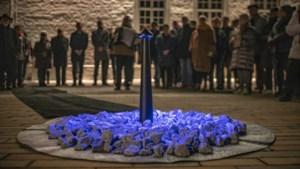 Verlichte steen voor iedere gedeporteerde jood, Sinti en Roma