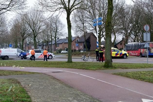 Fietsster raakt gewond bij ongeluk op rotonde in Maasbracht