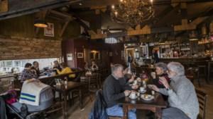 Hij zwemt in tijd en geld en komt graag in Zuid-Limburg: de grijze toerist
