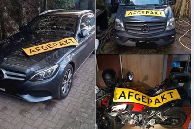 Mercedessen en motor in beslag genomen bij inval in Heijen