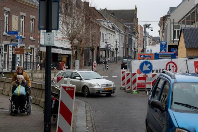 Optochtwagen test route door opgebroken centrum van Meerssen