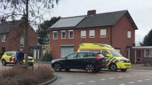Fietser (14) gewond na aanrijding met auto