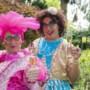 Clara en Maria met carnavalscabaret in Brikke Oave Brunssum