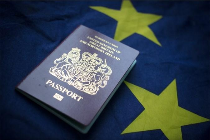 Brexit ontregelt leven van veel mensen: 'Nooit gedacht dat ik mijn Brits paspoort zou kwijtraken'