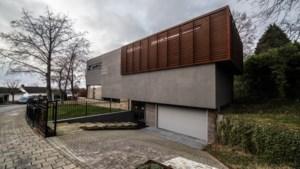 Heerlense Paul bouwde een huis met een filosofie: 'Het voelt echt alsof je in een hele hoge boom zit'