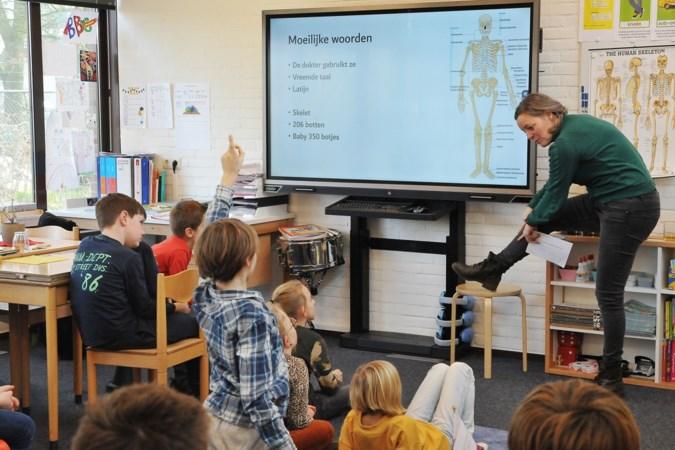 Lerarenstaking: pubers en ouders nemen de klas even over